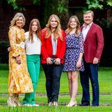 Königin Máxima, König Willem-Alexander und ihre drei Töchter, Prinzessinnen Alexia, Amaliaund Ariane,strahlen beimtraditionellen Sommer-Shooting um die Wette.