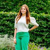 Auch Prinzessin Alexia beweist Trendgespür. Die grüne Hose mit weitem Beinvon Zara bringt ihre Haarfarberichtig zur Geltung. Besonders auffällig:Im Gegensatz zu ihren Schwestern trägt sie ausnahmsweise keine Heels, sondernlässige Sneaker.