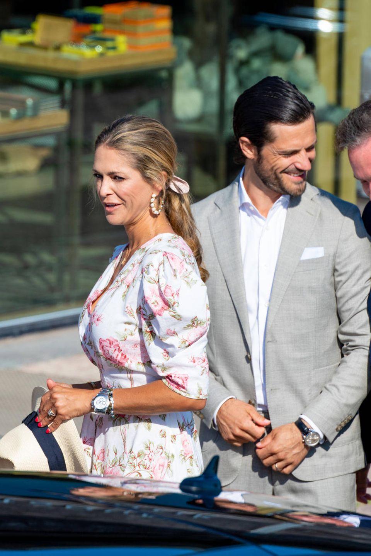 Große Freude bei den Schweden-Royals! Prinzessin Madeleine und Chris O´Neill verlängern ihren Besuch, hier mit Prinz Carl Philip (2.v.r.) und Königin Silvia (li.) beim Victoriakonzert am 14. Juli 2021.