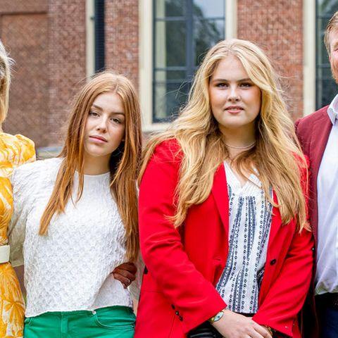 Die niederländische Königsfamilie beim jährlichen Sommer-Fototermin im Garten von Schloss Huis ten Bosch in Den Haag.