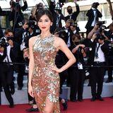"""Einen glanzvoll-floralen Auftritt auf dem """"Tapis rouge"""" hat Schauspielerin Gemma Chan."""