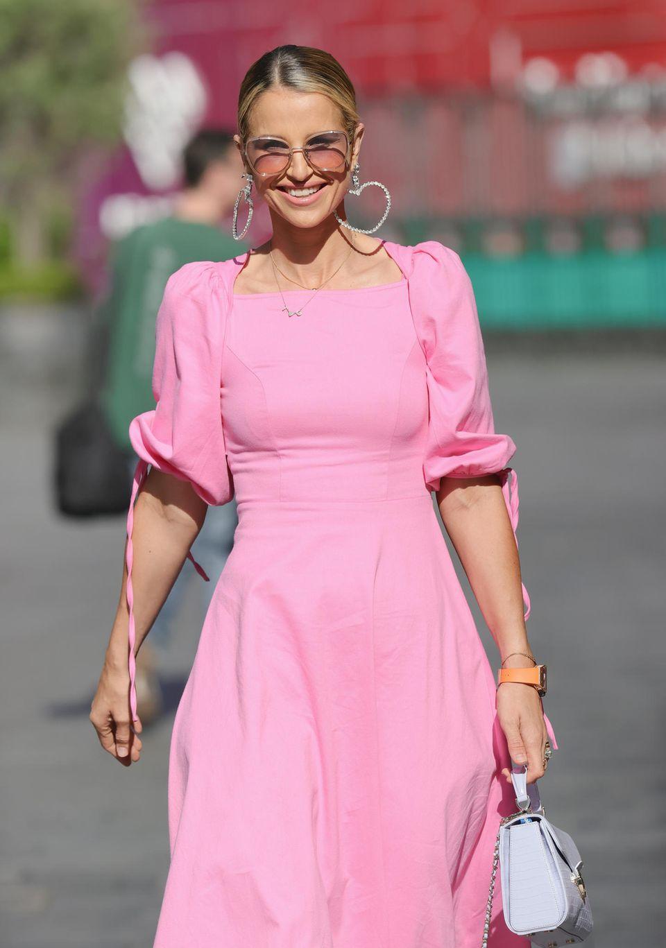 Vogue Williams setzt alles auf eine Karte und überzeugt mit viel Blingbling.