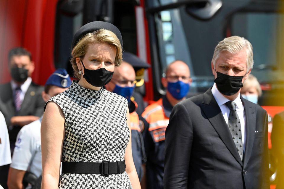 20. Juli 2021  Königin Mathilde und König Philippe sind heute in Verviers um bei einer Zeremoniemit Schweigeminute zum nationalen Trauertag der Opfer der Flutkatastrophe zu gedenken. Das belgische Königspaar ist zutiefst erschüttertvon den Folgen der massiven Überschwemmungen der letzten Woche.