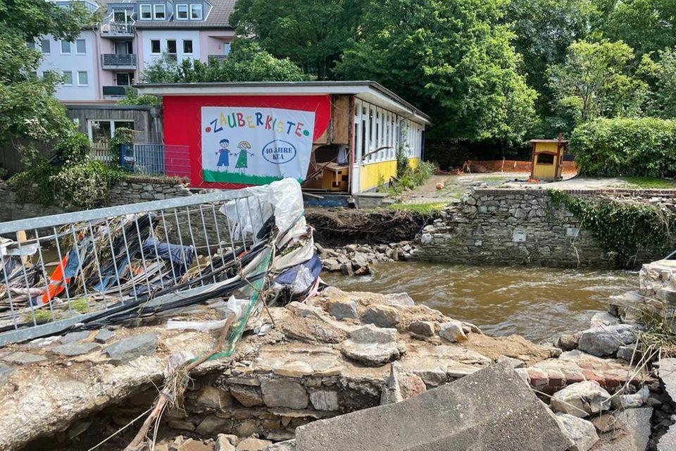 Mit den gesammelten Spenden soll der nachhaltige Wiederaufbau von zerstörten Einrichtungen für Kinder finanziert werden
