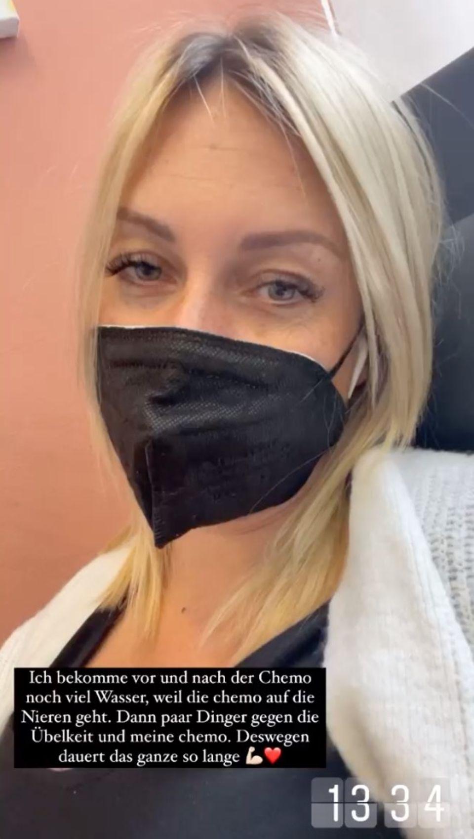 Julia Holz nimmt ihre Follower:innen mit zur ersten Chemo- und Bestrahlungstherapie.