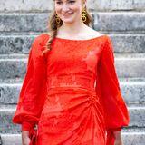 Zur Zeit absolviert Prinzessin Elisabeth ihr erstes Ausbildungsjahr an der Königlichen Militärakademie. Für den feierlichen Anlass darf die Königstochter aber für einigeStunden ihre Militäruniform gegen ein schönes Kleid tauschen, in dem sie strahlend alle Blicke auf sich zieht.