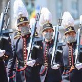 Am Nachmittagfindet die traditionelle Militärparade auf dem Schlossplatz in Brüssel statt.