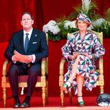 In diesem Jahr feiert auch eine andere Prinzessin ihr Debüt:Delphine de Saxe-Cobourg,frischgebackene Prinzessin von Belgien und Tochter von Ex-König Albert, schaut sich die Parade in Begleitung von EhemannJames O'Hare an.