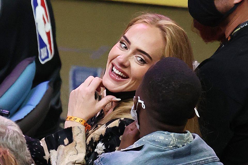 Adele und Rich Paul wirken bei den NBA-Finals sehr vertraut.