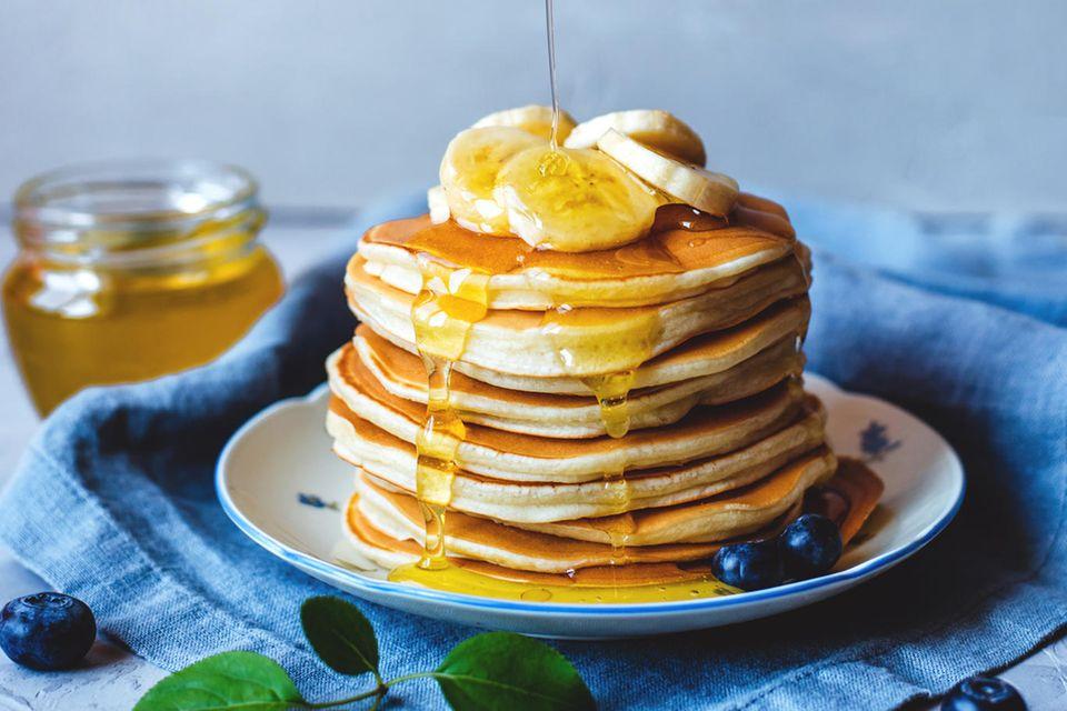 Bananen Pancakes mit Himbeeren und Honig