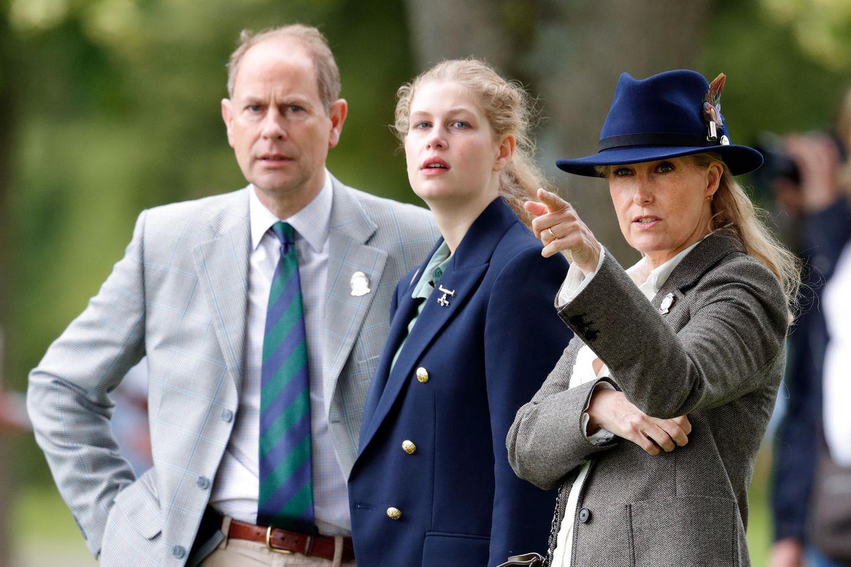 Lady LouiseMountbatten-Windsor mit ihren Eltern Prinz Edward und Gräfin Sophie von Wessex.