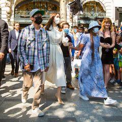 Angelina Jolie ist zusammen mit ihren Kindern in Paris unterwegs.