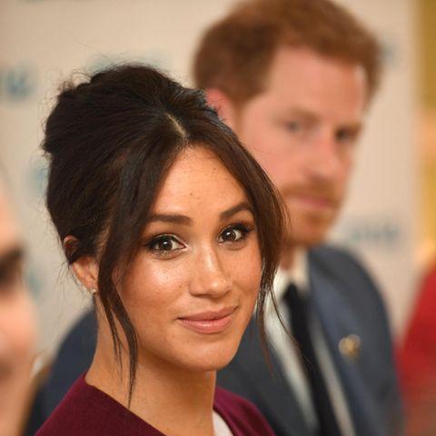 Herzogin Meghan, im Hintergrund Prinz William