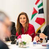 23. Juli 2021  Königin Rania kommt heute für Sitzungen in Washington mit einigen politischen Vertretern zusammen. Während ihres Besuches in den USA wird sie von ihrem geliebten Gatten König Abdullah und KronprinzHussein, begleitet. Ein paar Tage zuvor empfing bereits First Lady Jill Biden die gut gelaunte Royal aus Jordanien im Weissen Haus.