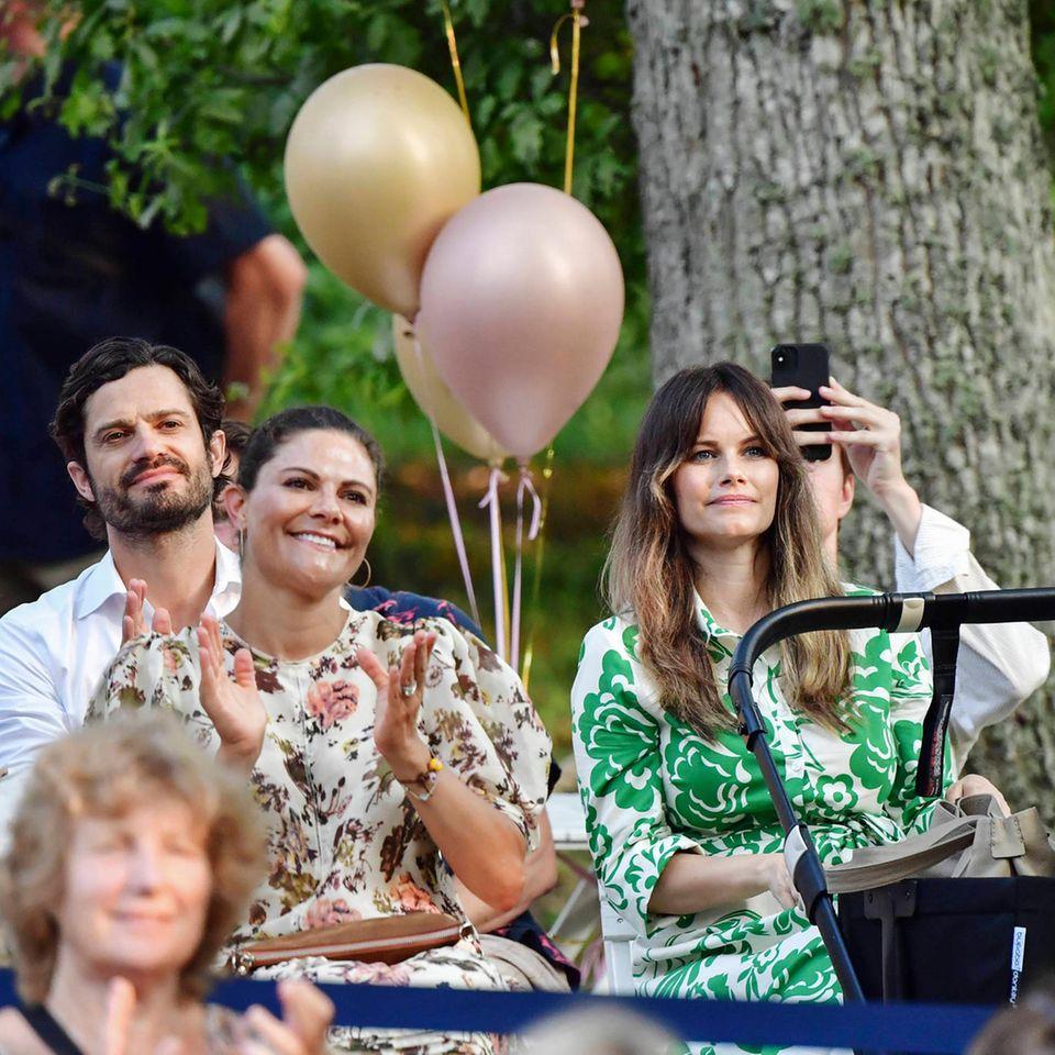 Prinz Carl Philip und Prinzessin Sofia mit Prinzessin Victoria (Mitte)