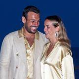 Pauline Ducruet zeigt sich bei der Fight Aids Gala in Monaco an der Seite ihres Freundes Maxime Giaccardi nicht nur glücklich strahlend, sondern auch im goldig glänzenden Partnerlook.
