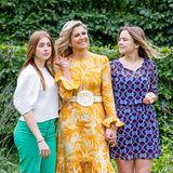 Beim sommerlichen Fototermin zeigen die holländischen Royals gerne ihren Style: Besonders MamaMáxima sticht mit ihremsonnigen Retro-Look in diesem Jahr heraus.