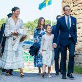 Beim Victoriatag 2020 bezaubert nicht nur das Geburtstagskind selbst, sondern auch ihre Schwägerin Prinzessin Sophie von Schweden imfloralen Sommerkleid in Blau-Weiß.
