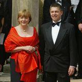 Angela Merkel und Joachim Sauer posieren für die Fotografen.