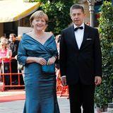 Angela Merkel und Joachim Sauer posieren auf dem Red Carpet für die Fotografen.