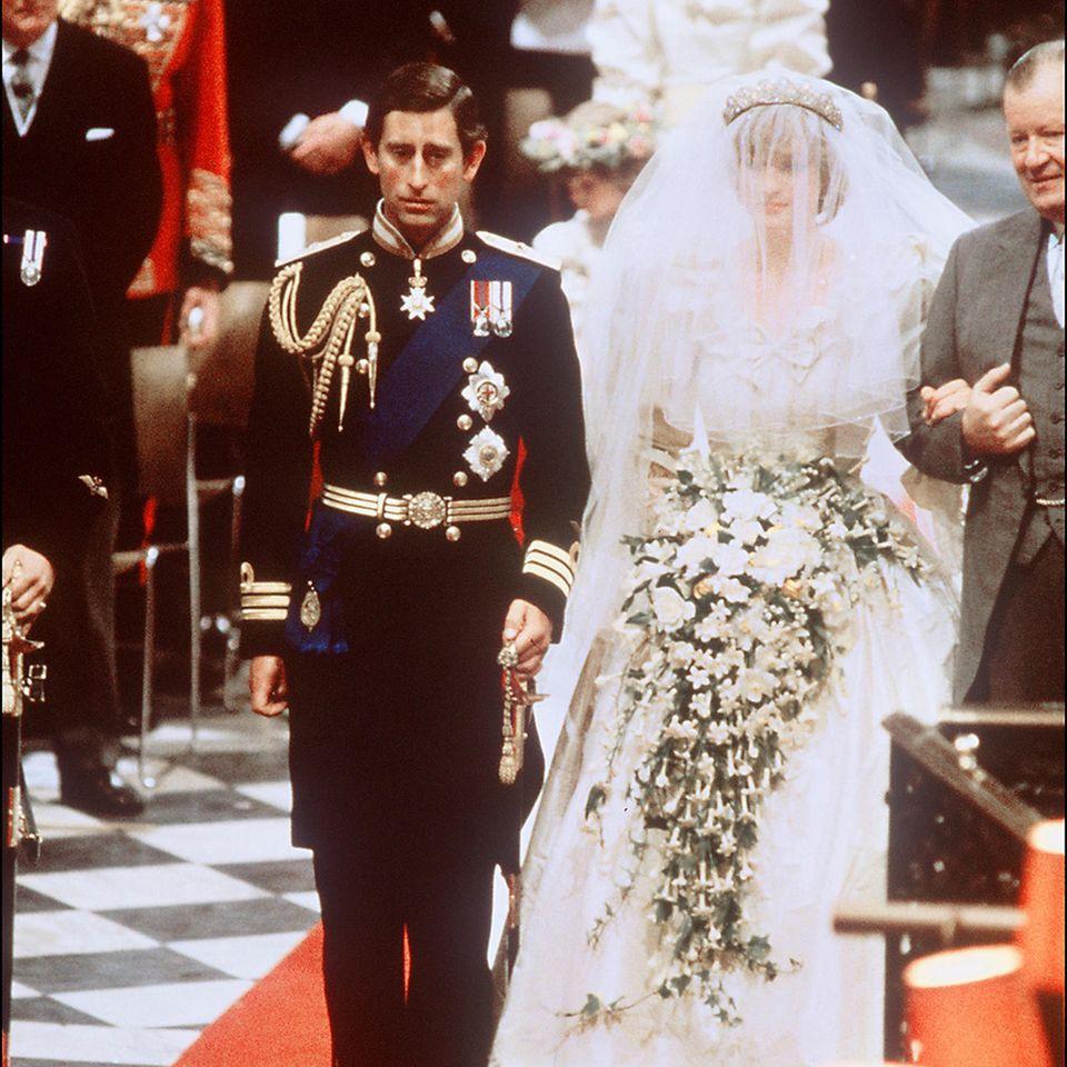 Prinz Charles und Prinzessin Diana während ihrer Trauung am 29. Juli 1981 in der St. Paul's Cathedral.
