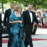 Bundeskanzlerin Angela Merkel und Ehemann Joachim Sauer verlassen das Auto auf dem roten Teppich.