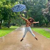 Stars im Regen: Priyanka Chopra springt mit Regenschirm