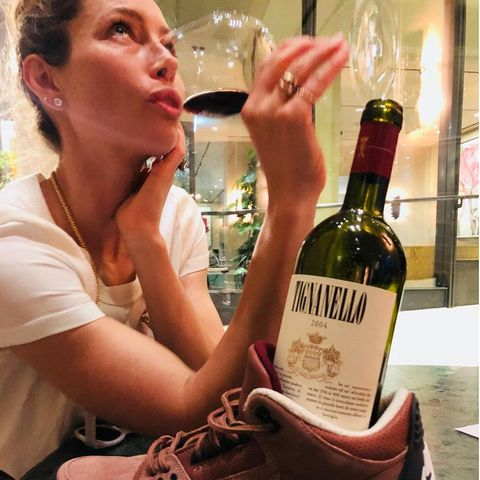 Wie feiner Wein ist Jessica Biel für ihren Mann Justin Timberlake. Ob er sie mit dem Geschmackserlebnis oder der Reifung vergleicht, wird allerdings nicht klar. Aber Hauptsache ist ja, dass die beiden den Moment genießen können.