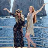 Na, da scheinen aber Zwei Spaß zu haben! Barbara Meier und Sylvie Meis verbringen gerade gemeinsame Ferien auf Capri und scheinen sie sichtlich zu genießen! Während Sylvie auf ein sommerliches Strandkleid mit Spitzendetails setzt, geht Barbara in die Vollen und trägt ein kurzes Paillettenkleid in Gold.