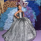 Mehr ist mehr! Natasha Poonawalla in einem XXL-Kleid von Balenciaga.