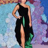 Schauspielerin Vanessa Hudgens begeistert in einem Design von Alexandre Vauthier.