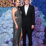 Auch bei Nicky Hilton Rothschield geht es funkelnd zu. Sie erscheint gemeinsam mit ihrem Ehemann James.