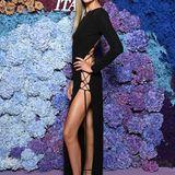 Natasha Poly lässt tief Blicken! Ihr geschnürtes Kleid wurde von Peter Dundas designt.