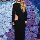 Die Tochter von Sean Penn, Dylan, zieht in ihrem schwarzen Kleid mit verziertem Cut-Out alle Blicke auf sich.