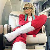 Ganz entspannt trotz Höhenangst: Miley Cyrus stellt sich ihrer Akrophobie. Als Superstar, der mit Privatjet um die Welt reisen muss, bleibt ihr auch auch nicht viel anderes übrig.