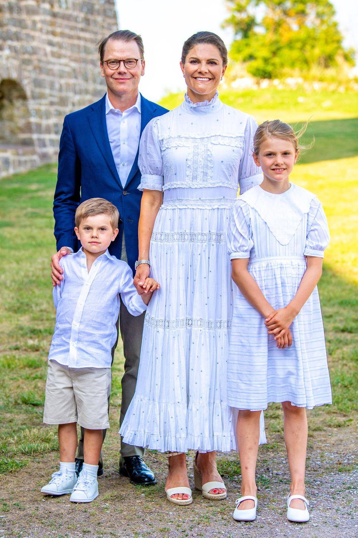 Prinzessin Victoria mit Ehemann Daniel und ihren Kindern Estelle und Oscar am Victoriatag.
