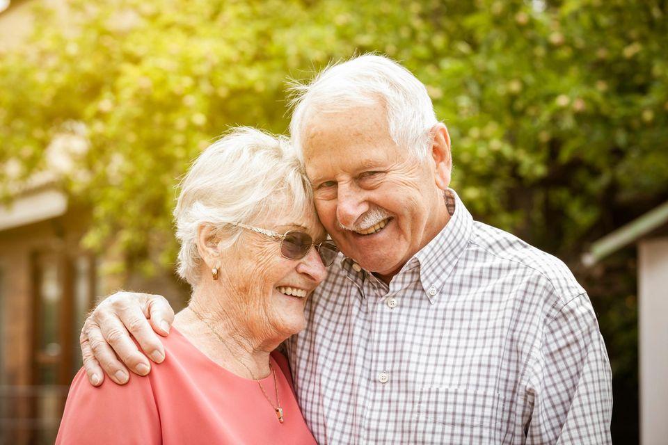 Diamanthochzeit: Tipps für 60 ehrwürdige Ehejahre, glückliches Ehepaar