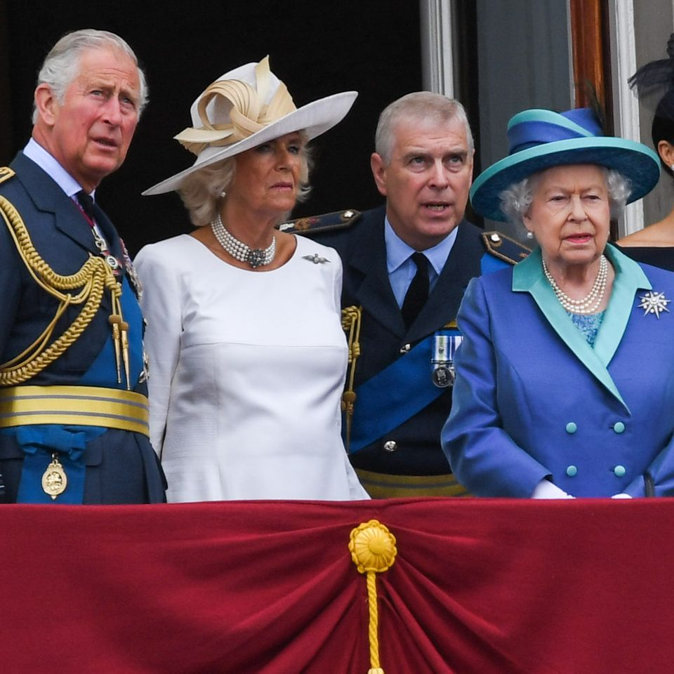 Prinz Charles, Herzogin Camilla, Prinz Andrew, Queen Elizabeth und Herzogin Meghan