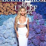 Model Rose Bertram betört die Gäste der Unicef-Gala mit diesem bauchfreien Look von Mônot.