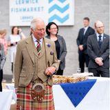30. Juli 2021  Prinz Charles eröffnet den Lerwick Fischmarkt, Mair's Quay sowie den Scalloway Fischmarkt auf den Shetlandinseln inSchottland. Neben jeder Menge frischem Fisch und Meeresfrüchten gibts außerdem noch ein Glas guten Whisky. DerRoyal-Termin mit kulinarischen Highlights dürfte ganz nach dem Geschmack von Prinz Charles sein, der für seine Genussliebe bekannt ist.