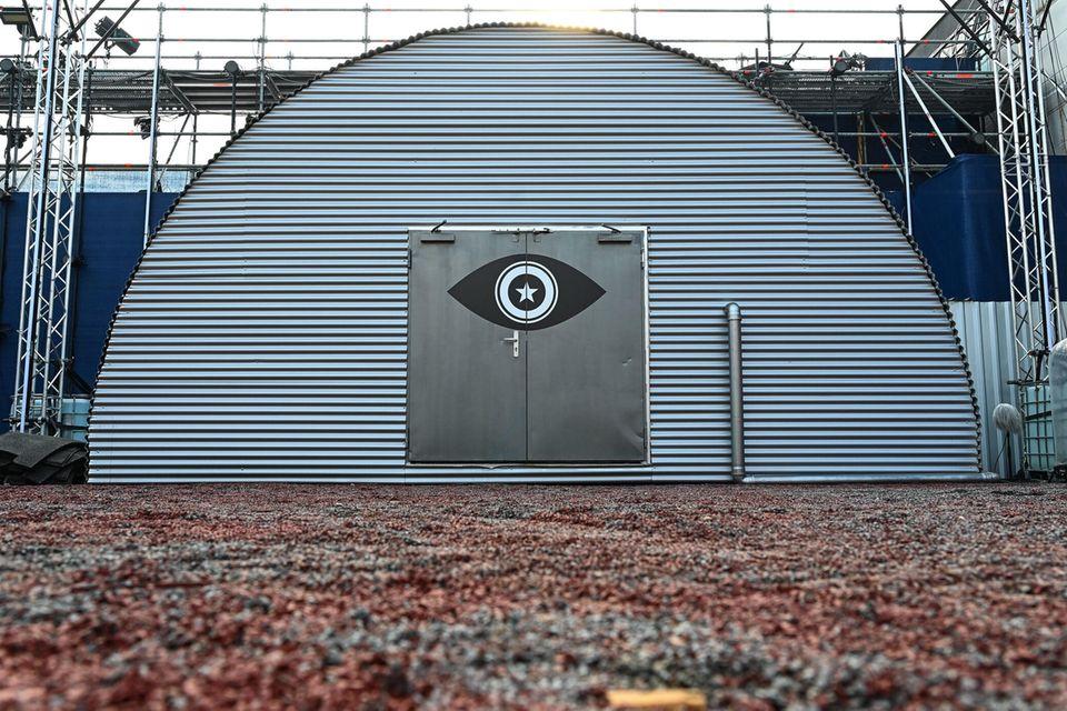 """Durch dieses kuppelartige Gebäude geht es in den """"Promi Big Brother""""-Weltraum"""