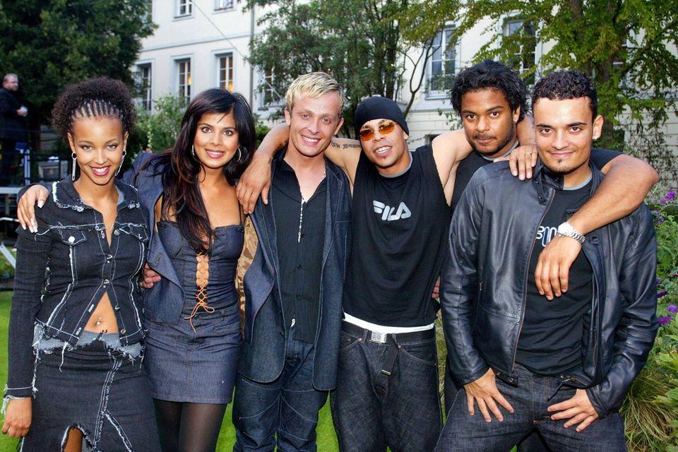 """Hila Bronstein,Indira Weis, Ross Antony,Shaham Joyce, Faiz Mangatund Giovanni Zarrella gingen 2001 als Sieger aus der zweiten Staffel derCastingshow """"Popstars"""" hervor und bildeten die Band Bro'Sis."""