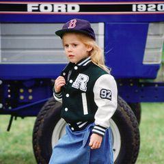 Die 4-jährige Prinzessin Beatrice besucht eine Pferdeshow.