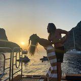 Ein Liebestänzchen bei Sonnenuntergang wagen Heidi und ihr Tom, und diesen romantischen Momentfestgehalten, hat Sohn Johan, der gerade zusammen mit Mama und Stiefpapa durchs Mittelmeer schippert.