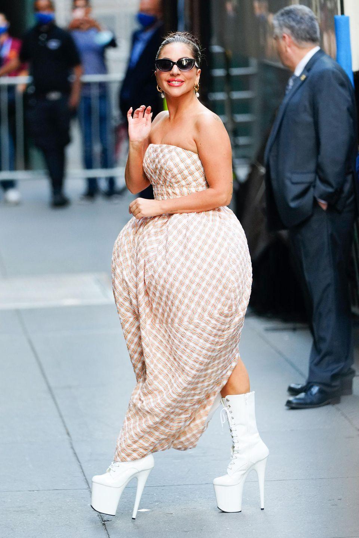 Lady Gaga zeigt sich vor der Radio City Music Hall in New York