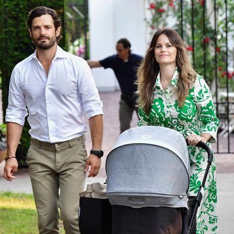 Prinz Carl Philip und Prinzessin Sofia mit ihrem Täufling Julian