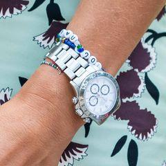 Die verspielten Armbänder mit Perlen, die vielleicht sogar von Madeleines Kindern höchstpersönlich gebastelt wurden, bilden einen tollen Kontrast zu der 30.000-Euro-Uhr, einer Rolex Daytona. Auch Ehemann Chris O'Neill ist bekennender Fan der Schweizer Luxusuhren – ob er ihr das Modell geschenkt hat?