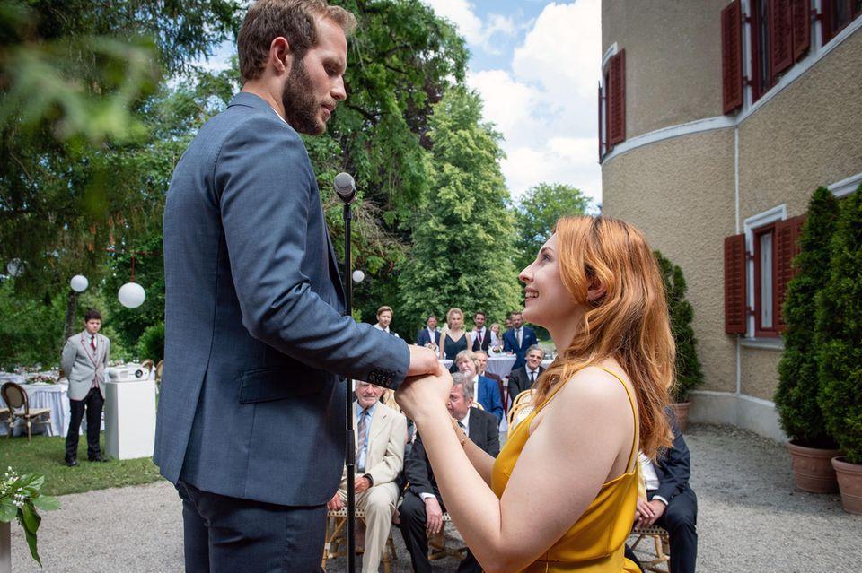 """""""Sturm der Liebe"""": Conastanze von Thalheim (Sophia Schiller) hält um die Hand von Florian Vogt (Arne Löber) an"""