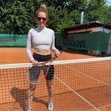 Sportliche Stars: Mareile Höppner beim Tennistraining