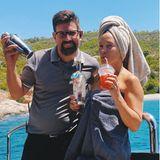 Kate Hudson trinkt einen Erdbeerdrink
